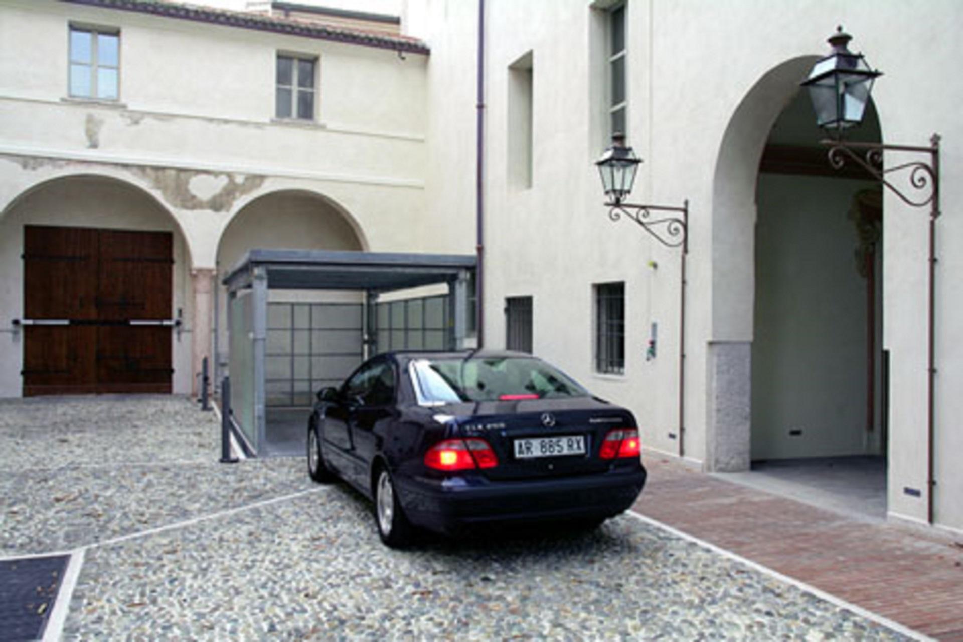 Ascensore per auto duo box mod b2s mbm parking system for Piani di caverna di garage uomo